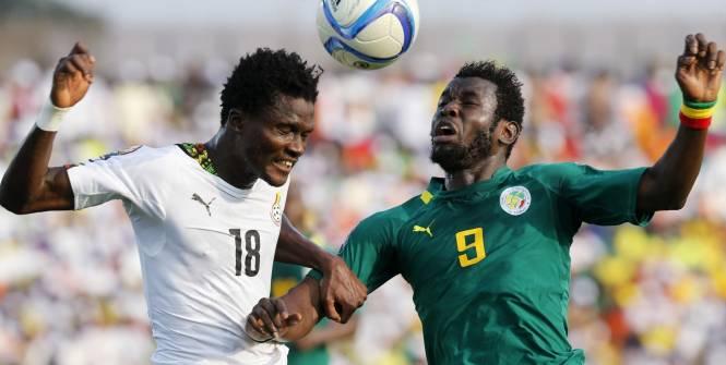 Mame Biram Diouf, ici à la lutte avec Daniel Amartey, a permis au Sénégal de recoller au score. (Reuters)