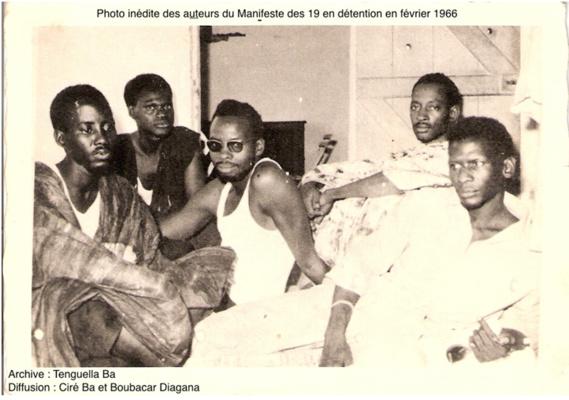 On reconnait de droite à gauche : Bal Mohamed El Habib dit Doudou, Ba Abdoul Aziz dit Zeus, Sy Satigui Oumar Hamady, Ba Aly Kalidou et Sy Abdoul Idy dit Mamoye. Le Conseil des Ministres du 13 janvier 1966 décida de la suspension et du déclenchement de poursuites judiciaires contre les 19 signataires du Manifeste. Ils sont tous arrêtés le 11 février 1966.